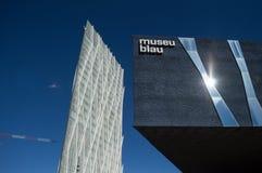 Museo Blau和薄如纸的摩天大楼,巴塞罗那,西班牙 免版税图库摄影