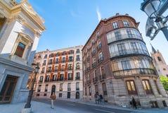Museo Cason Del Buen Retiro de Prado del estilo romano al lado de la arquitectura europea general del estilo, de los apartamentos Fotos de archivo libres de regalías