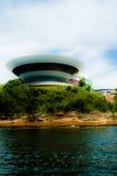 Museo de arte contemporáneo en la ciudad de Niteroi Imágenes de archivo libres de regalías