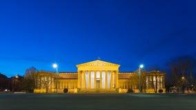 Museo de bellas arte en la hora azul - Budapest, Hungría Foto de archivo
