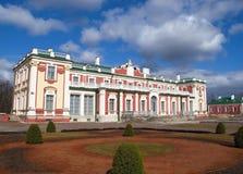 Museo de Kadriorg del palacio de Tallinn Estonia Kadriorg Fotografía de archivo