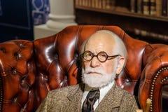 Museo de la cera de Sigmund Freud Figurine At Madame Tussauds imágenes de archivo libres de regalías