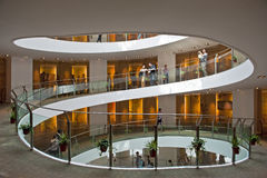 Museo de la escalera espiral en la Arabia Saudita fotografía de archivo