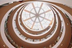 Museo de la escalera espiral en la Arabia Saudita imagenes de archivo