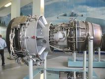Museo de la historia del edificio del motor de avión Motores de avión en soportes Motores de turbina y motores de combustión inte Fotos de archivo libres de regalías