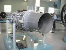 Museo de la historia del edificio del motor de avión Motores de avión en soportes Motores de turbina y motores de combustión inte Foto de archivo