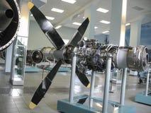 Museo de la historia del edificio del motor de avión Motores de avión en soportes Motores de turbina y motores de combustión inte Imagen de archivo libre de regalías