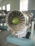 Museo de la historia del edificio del motor de avión Motores de avión en soportes Motores de turbina y motores de combustión inte Imagenes de archivo