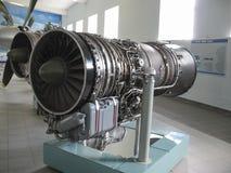 Museo de la historia del edificio del motor de avión Motores de avión en soportes Motores de turbina y motores de combustión inte Fotografía de archivo