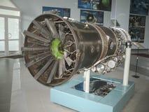 Museo de la historia del edificio del motor de avión Motores de avión en soportes Motores de turbina y motores de combustión inte Foto de archivo libre de regalías