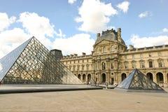 Museo de la lumbrera y la pirámide imagenes de archivo