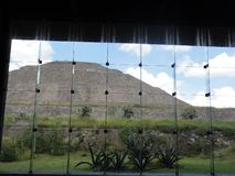 Museo de Sitio - museum av Teotihuacan i Mexico royaltyfri fotografi