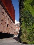 Museo del foro de Caixa en Madrid con el jardín vertical Imágenes de archivo libres de regalías