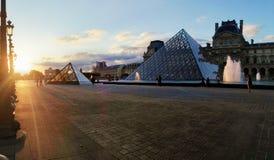 Museo del Louvre al tramonto Fotografia Stock Libera da Diritti