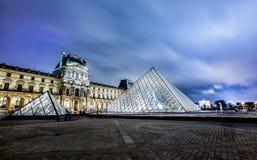 Museo del Louvre alla notte Immagine Stock Libera da Diritti