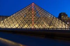 Museo del Louvre di notte Fotografia Stock Libera da Diritti