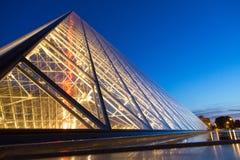 Museo del Louvre di notte Fotografie Stock