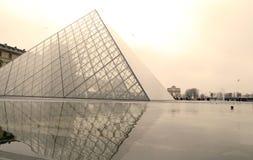 Museo del Louvre en París, Francia Imagenes de archivo