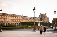 Museo del Louvre nella sera Fotografia Stock Libera da Diritti