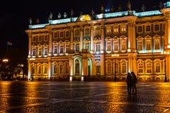 Museo dell'Ermitage alla notte - San Pietroburgo, Russia Fotografia Stock Libera da Diritti