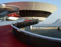 Museo di arte contemporaneo del ³ i di Oscar Niemeyerâs Niterà fotografie stock libere da diritti