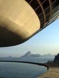 Museo di arte contemporaneo del ³ i di Oscar Niemeyerâs Niterà immagini stock libere da diritti