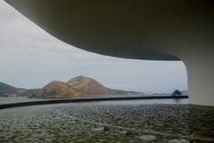 Museo di arte contemporaneo di Niteroi dell'Oscar Niemeyer immagine stock libera da diritti