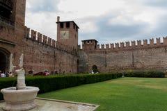 Museo di Castelvecchio del cortile nella città di Verona, Italia del Nord fotografia stock libera da diritti