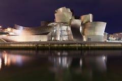 Museo di Guggenheim a Bilbao alla notte Fotografia Stock Libera da Diritti