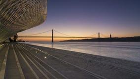 Museo di MAAT a Lisbona ad alba fotografie stock libere da diritti