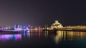 Museo hermoso del hyperlapse islámico del timelapse de la noche del arte en Doha, Qatar metrajes