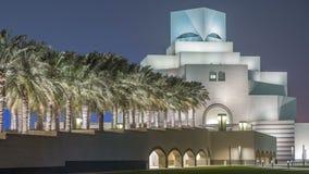 Museo hermoso del timelapse islámico de la noche del arte en Doha, Qatar metrajes
