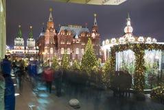 Museo histórico de la iluminación y del estado de los días de fiesta del Año Nuevo de la Navidad en la noche, cerca del Kremlin e Fotos de archivo libres de regalías