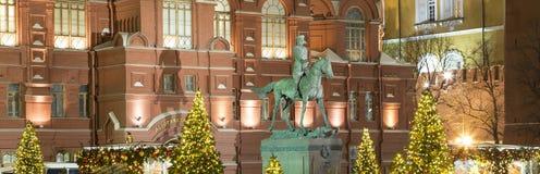 Museo histórico de la iluminación y del estado de los días de fiesta del Año Nuevo de la Navidad en la noche, cerca del Kremlin e Imagenes de archivo
