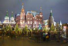Museo histórico de la iluminación y del estado de los días de fiesta del Año Nuevo de la Navidad en la noche, cerca del Kremlin e Foto de archivo libre de regalías