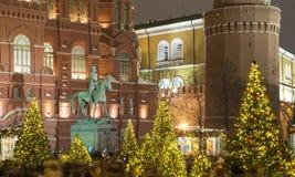 Museo histórico de la iluminación y del estado de los días de fiesta del Año Nuevo de la Navidad en la noche, cerca del Kremlin e Imagen de archivo libre de regalías