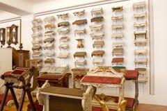 Museo imperiale della raccolta della mobilia, pregante i panchetti, Vienna, Austria Fotografia Stock Libera da Diritti