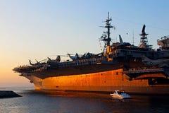 Museo intermediario de USS, puesta del sol, San Diego Bay Foto de archivo