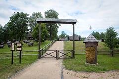 Museo lituano de la apicultura antigua en Stripeikiai Foto de archivo