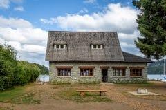 Museo municipal de la angostura del La del chalet - angostura del La del chalet, Patagonia, la Argentina imagen de archivo