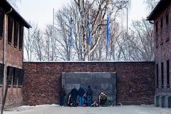 Museu Auschwitz - museu do memorial do holocausto Parede da morte O lugar onde os prisioneiros executados foram disparados na cab Fotografia de Stock