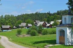 Museu da arquitetura de madeira tradicional eslovaca, Eslováquia do ar livre fotos de stock