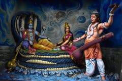 Museu da caverna de Murudeshwar, Karnataka, Índia: agosto 25,2018: Narada vai a Vishnu imagens de stock royalty free