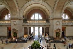 Museu de arte metropolitano grande salão fotos de stock