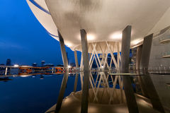 Museu de ArtScience durante a hora azul Fotografia de Stock
