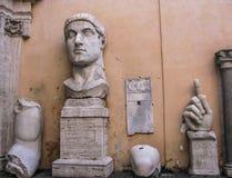 Museu de Capitoline - a cabeça de Constantim do imperador imagens de stock royalty free