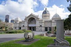 Museu de Melbourne situado em Carlton Gardens imagens de stock