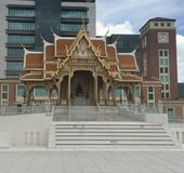 Museu de Siriraj Bimuksthan e torre de pulso de disparo foto de stock royalty free