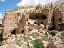 Museu do ar livre de Zelve com casas e igrejas das formações de rocha Fotos de Stock
