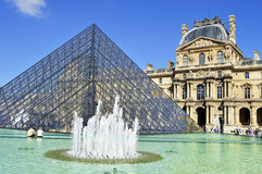 Museu do Louvre em Paris, França Fotografia de Stock Royalty Free